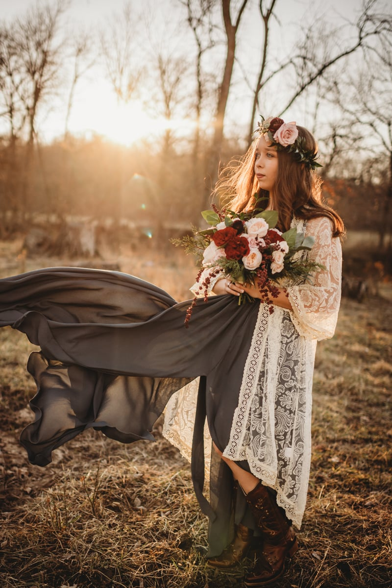 Senior Photography, girl holding a bouquet of pink and dark red flowers